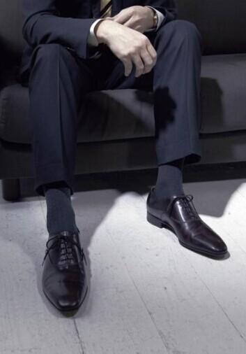 服装定制厂家教你定制西裤如何保养